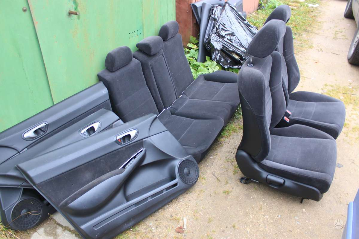 Honda Civic durų apmušalai, sėdynės, oro pagalvės