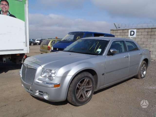 Chrysler 300C dalimis. Autoserviso paslaugos. galimas
