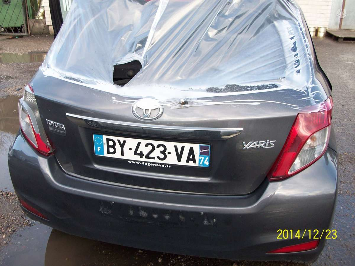 Toyota Yaris. Gražus juodas odinis salonas, sveikos pagalvės,