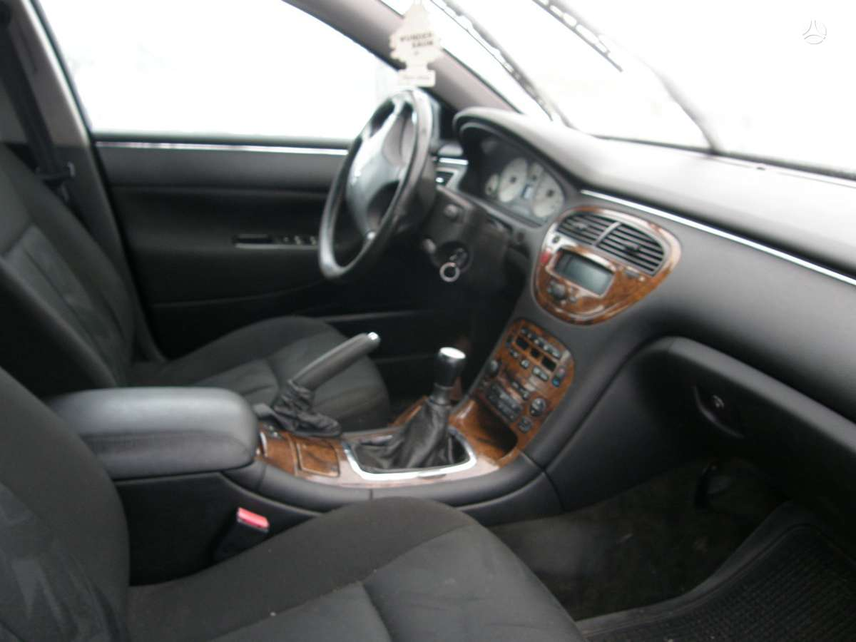 Peugeot 607. Automobilis dalimis