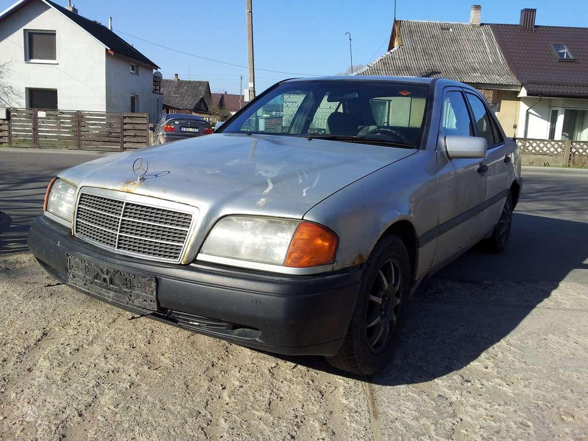 Mercedes-Benz C220 dalimis. Turime ir daugiau įvairių markių