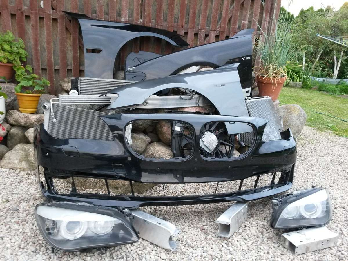 BMW 7 serija. Pr. kapotas, pr. sparnai, pr. buferis 2006m,pr.
