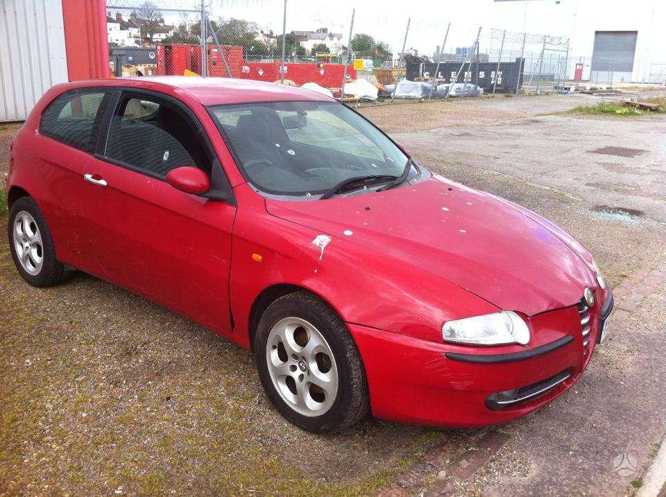 Alfa Romeo 147. Yra ir 1,6 benz
