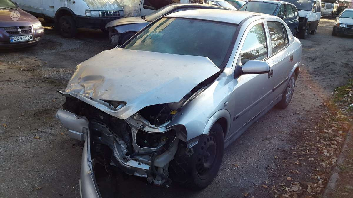 Opel Astra dalimis. Spalvos kodas  z 147  turime ir daugiau į