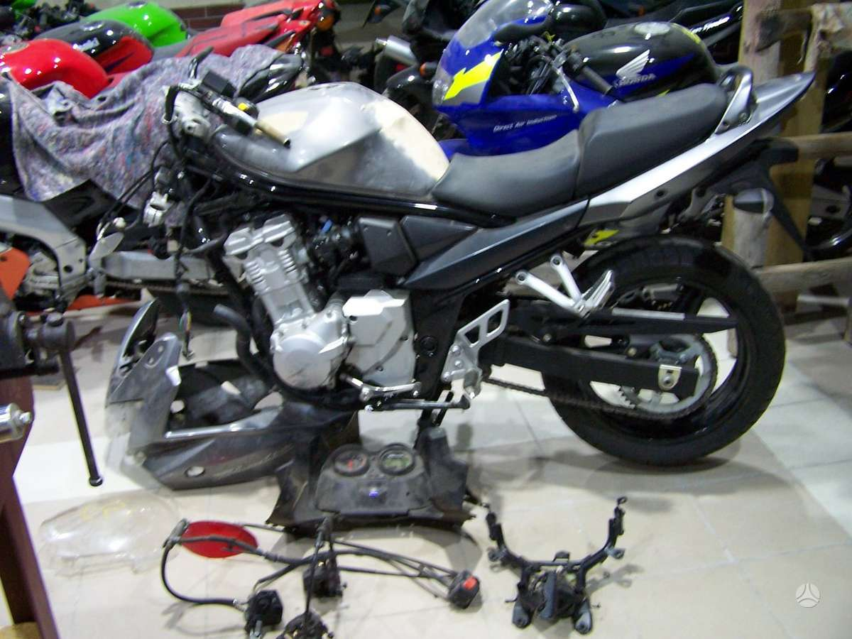 Suzuki GSF, street / klasikiniai