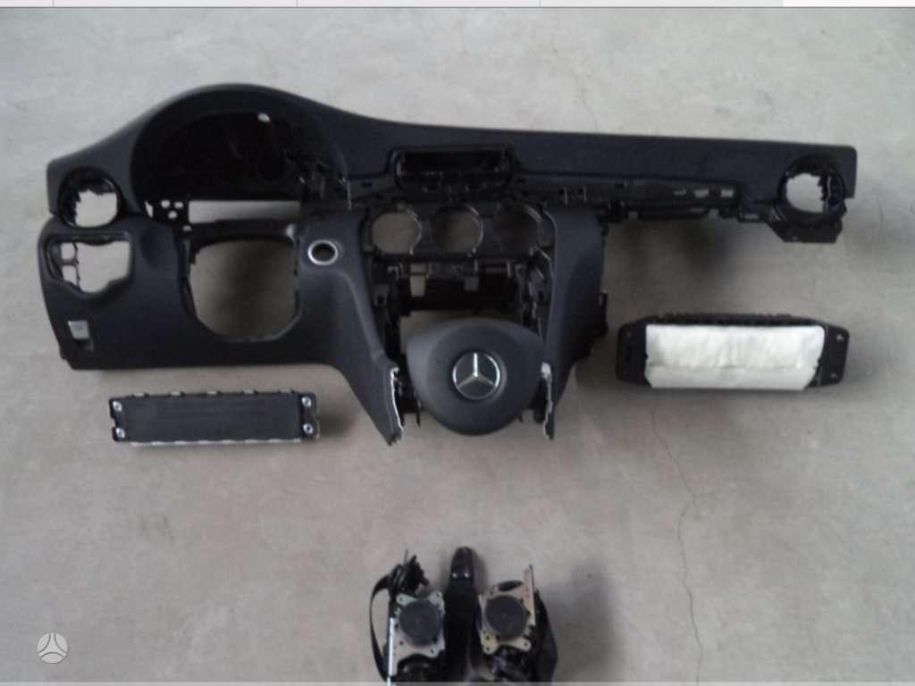 Mercedes-Benz C klasė panelė, oro pagalvės, saugos diržai