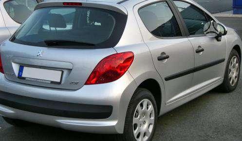 Peugeot 207 dalimis. Pigios kėbulo dalys, žibintai, radiatoriai.