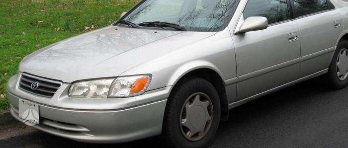 Toyota Camry. Kėbulo dalys, žibintai, radiatoriai. vilniuje 8