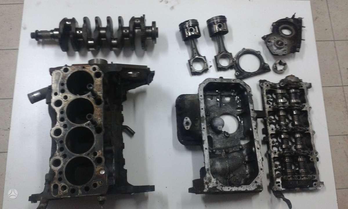 Opel Meriva. Tik variklio dalys kurios matosi nuotraukoje.