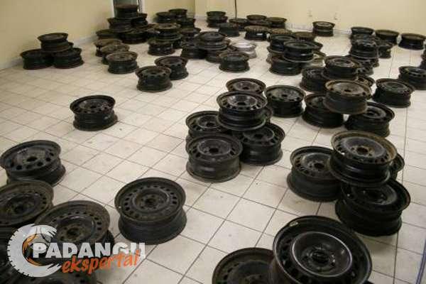 Subaru, plieniniai štampuoti, R15