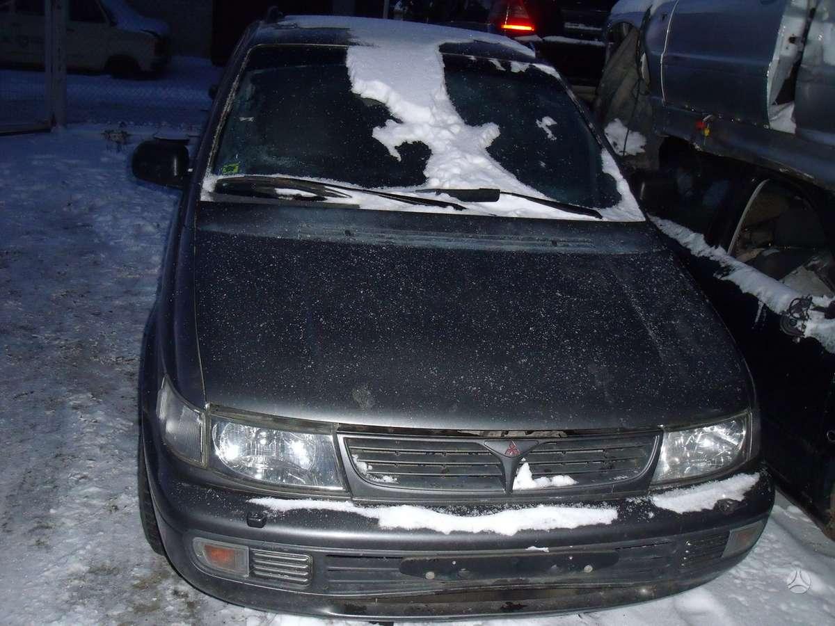 Mitsubishi Space Wagon. Dalimis