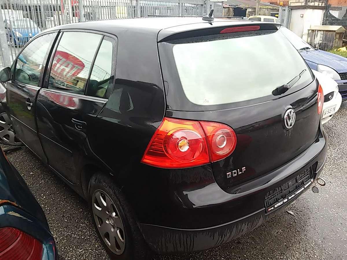 Volkswagen Golf dalimis. Masina is italijos.5 pavaru deze kodas