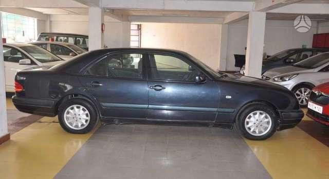 Mercedes-Benz E220. Parduodu mercedes e220 cdi dalimis. yra ir