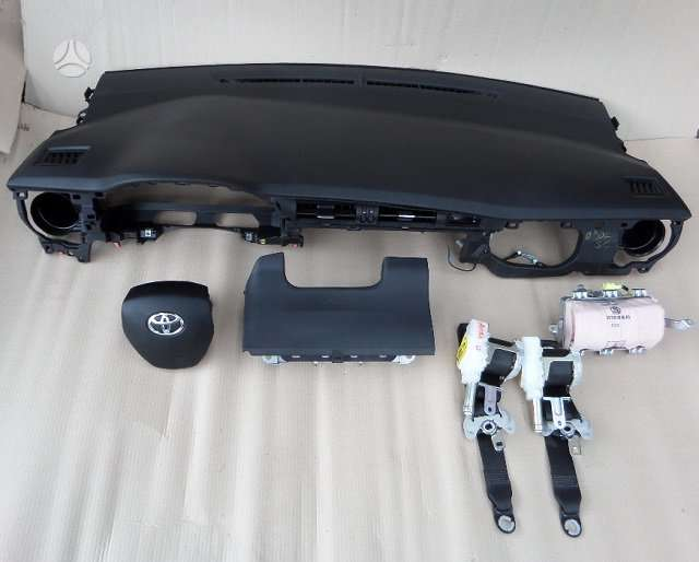 Toyota Corolla dalimis.  vilnius - kaunas