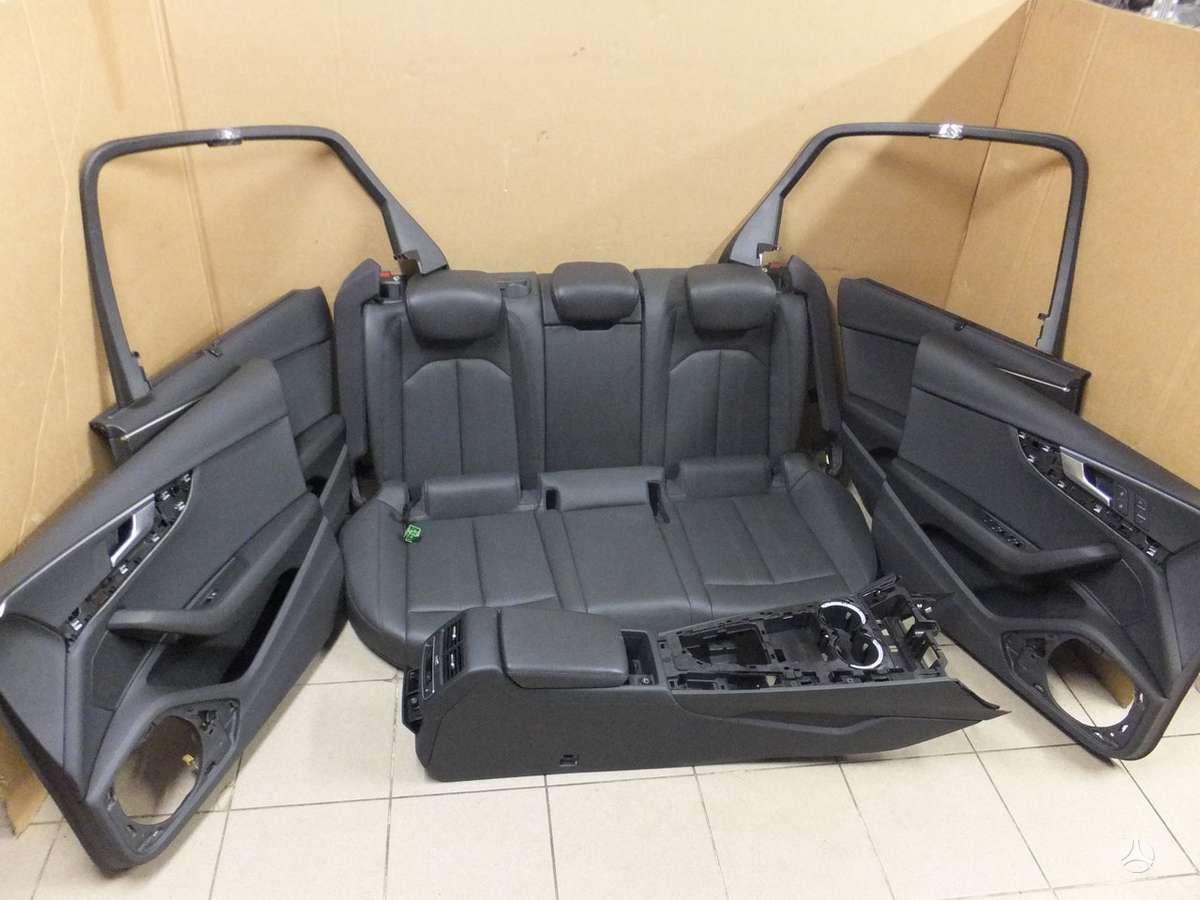 Audi A4. Audi a4 8w salonas be priekiniu sedyniu. yra visas