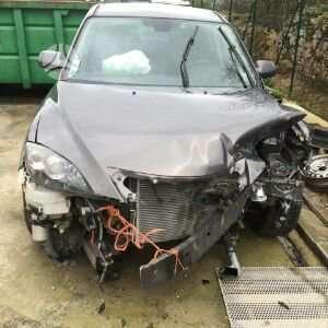 Mazda 3. Yra daugiau ardomu auto ir varikliu galimas pristatymas