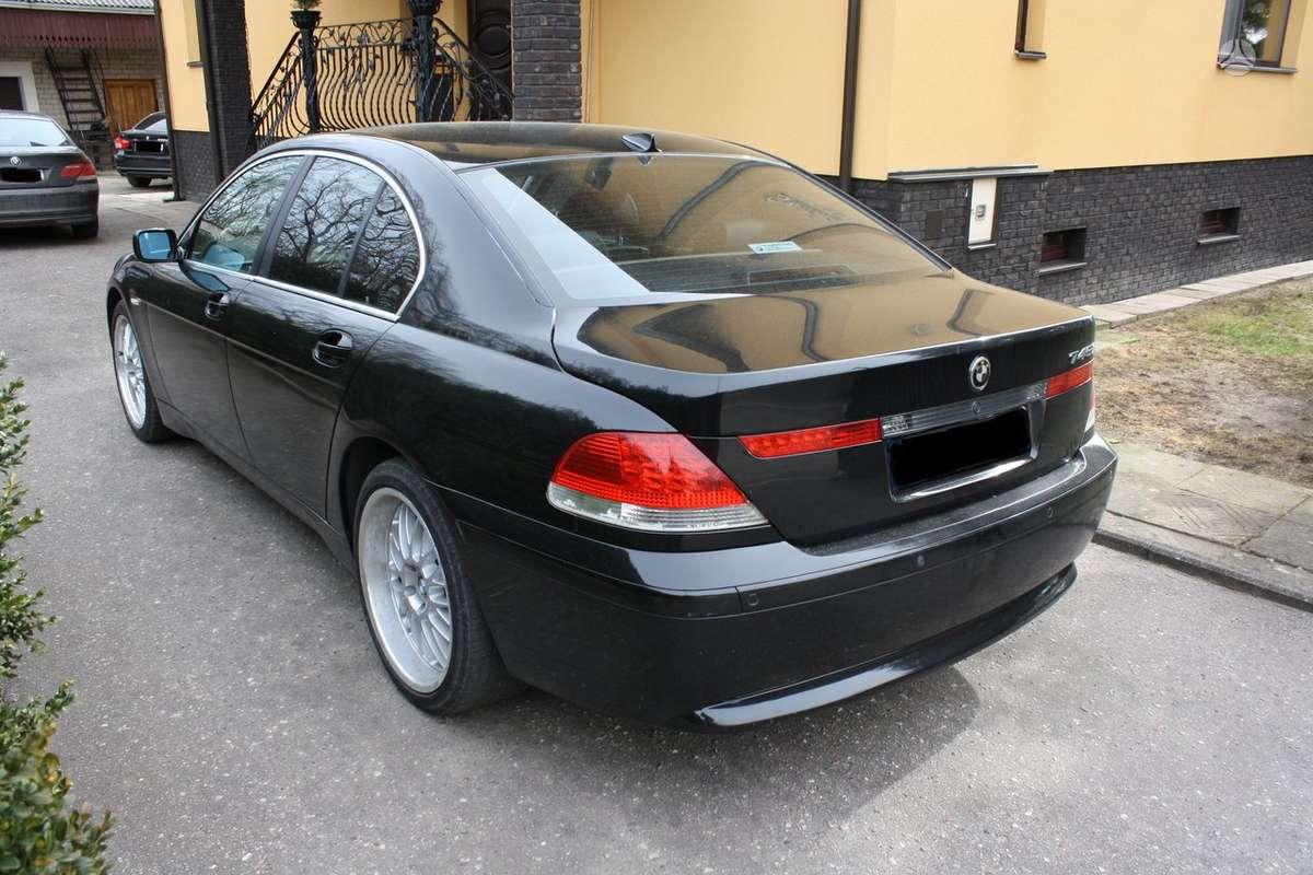 BMW 745 dalimis. Komforto salonas duru pritraukejai vaziuokle