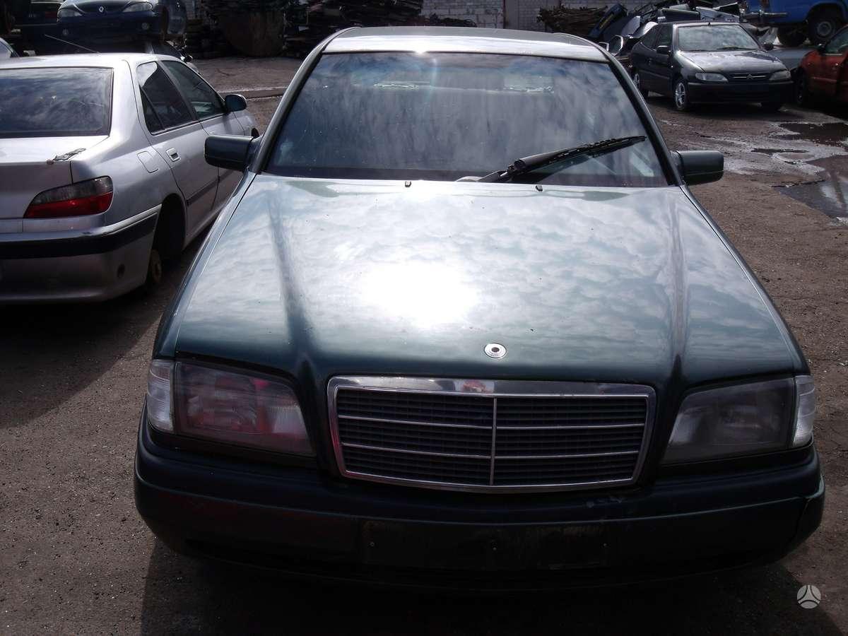 Mercedes-Benz C250. Dalimis