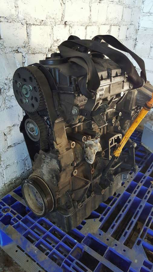 Volkswagen Caddy variklio detalės