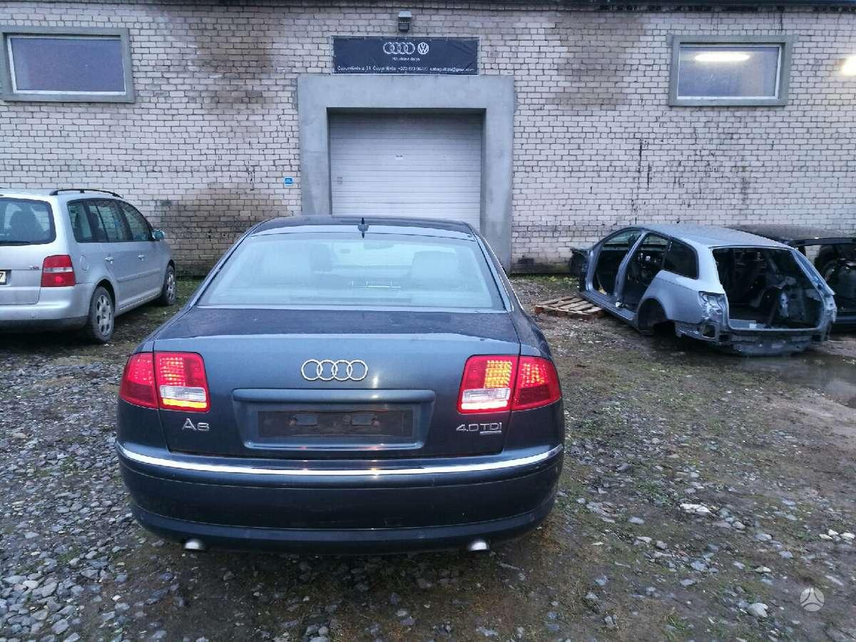 Audi A8 dalimis. Naujei ardoma