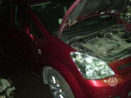 Toyota Corolla Verso. Darbo laikas: i-v 9:00-17:00 komplektas