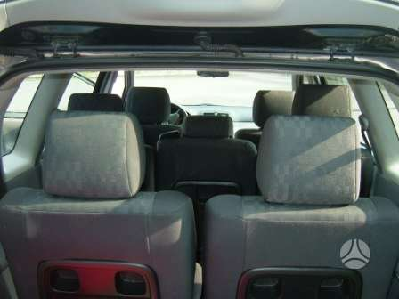 Toyota Avensis Verso dalimis. turime europini septyniu vietu