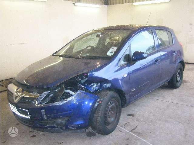 Opel Corsa. Angliskas automobilis visas dalimis sveikos oro