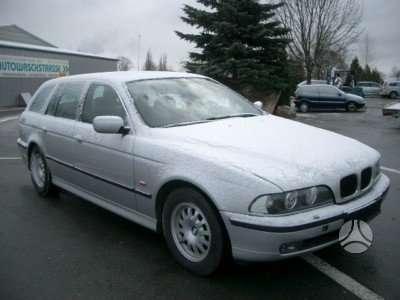 BMW 525 dalimis. Nesenai pradetas ardyti.