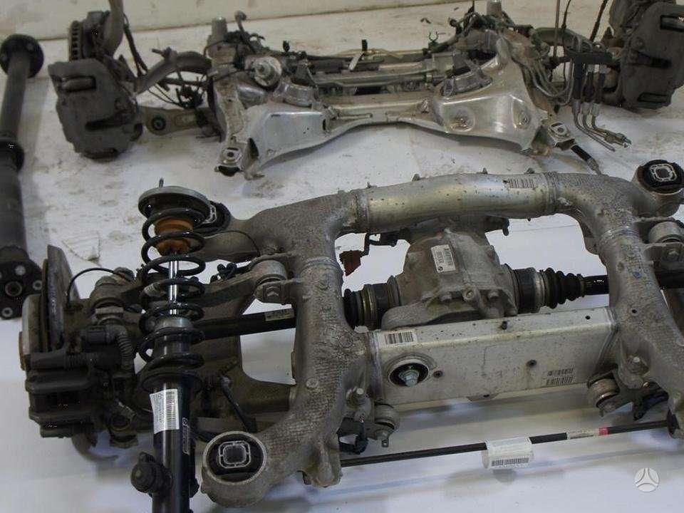 BMW 5 serija. Vaziuokle yra ir kitu daliu