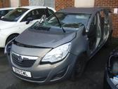 Opel Meriva. Vairas dešinėje  darbo laikas: i-v 9:00-17:00