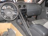Jeep Cherokee dalimis. Yra ir europa ir anglas