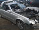 Mercedes-Benz E klasė dalimis. Automobilis ardomas dalimis:  ...