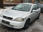 Opel Astra dalimis. Turime ir daugiau įvairių markių automobilių