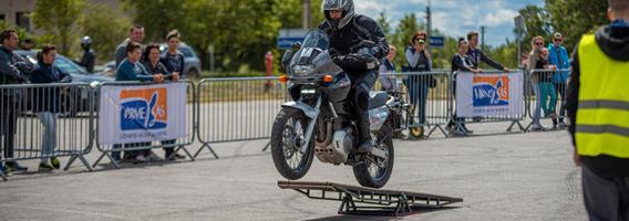 Uteną sudrebino pirmosios motociklų slalomo varžybos Lietuvoje