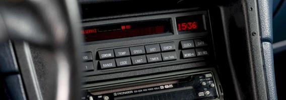 BMW 8. Prieš 30 metų ir dabar.