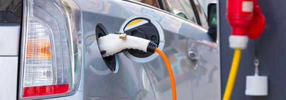 Lietuviai vis dažniau persėda į hibridinius ar elektrinius automobilius