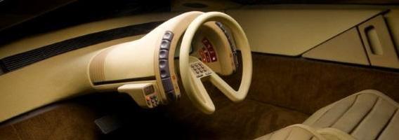 13 automobilių vairų, kurie išvers jus iš kėdės