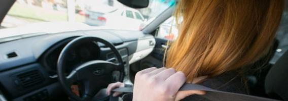 """Vasarą galimybės laikyti vairavimo egzaminą """"Regitroje"""" gali tekti laukti mėnesį"""