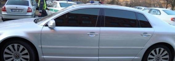 Apklausa: kas antras vairuotojas stiklus tamsintų juoda plėvele