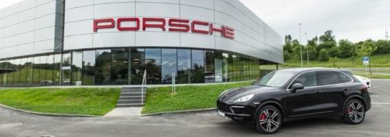 """Vilniuje atidarytas didžiausias ir moderniausias """"Porsche"""" automobilių centras Baltijos šalyse"""