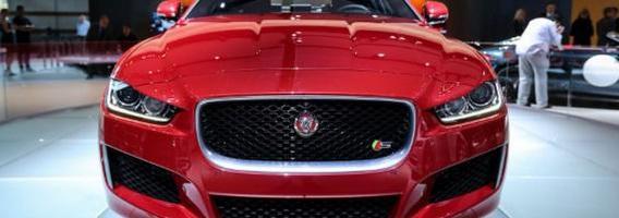 """""""Jaguar Land Rover"""" ėmėsi duobių keliuose"""