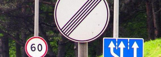 Be reikalo pastatyti kelio ženklai Geležinio Vilko gatvėje greitai bus nuimti