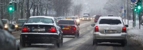Draudikai įspėja, kad 2015-aisiais gali brangti automobilio draudimas