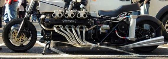 """Amerikietis sukonstravo motociklą su """"Lamborghini"""" V12 varikliu"""