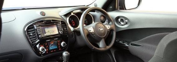 Lietuvos teismo sprendimas – vairą dešinėje turinčius automobilius privaloma registruoti