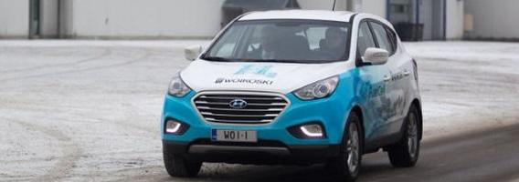 """Neregėta technologija Vilniaus gatvėse – vandeniliu varomas """"Hyundai ix35"""""""