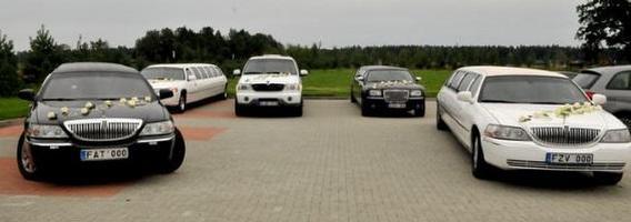 """Nuomojami vestuviniai automobiliai Lietuvoje – nuo žaismingų """"Smart"""" iki impozantiškų """"Rolls-Royce"""""""