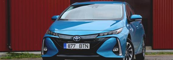"""Laidinis """"Toyota Prius Plug-in"""" – viena koja elektromobilių zonoje"""