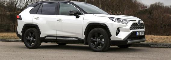 """""""Toyota RAV4"""" nusimetė konservatyvaus miesto visureigio švarką"""