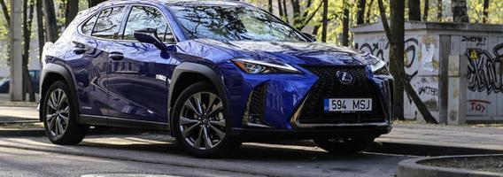 """Mažiausias """"Lexus"""" gamos visureigis UX – ramybės ieškantiems miesto vairuotojams"""